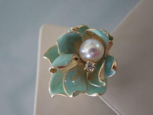 Anello in argento smalto e perla naturale misura unica adattabile.