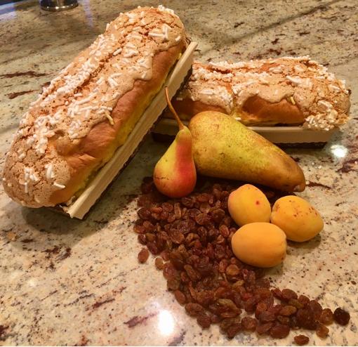 Bauletto di pasta lievitata con lievito madre e frutta semicandita
